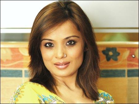 Singer Sowmya Raoh signs with New York based EEG Talent